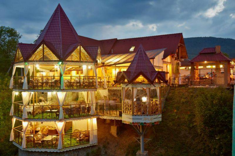 ТОП-11 найцікавіших ресторанів у Карпатах - фото