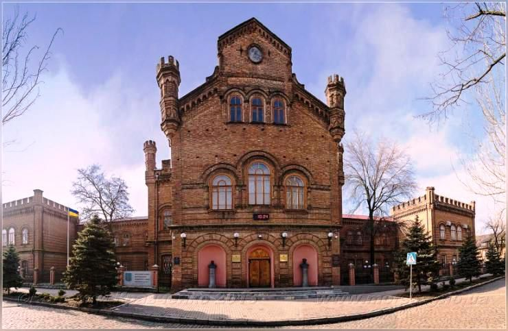 12 найкрасивіших університетів України