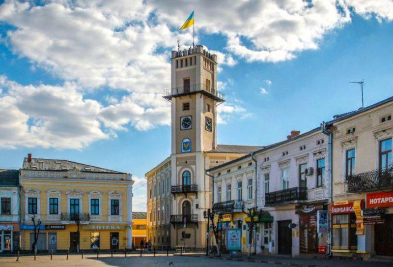 11 перлин ратушних міст в Україні