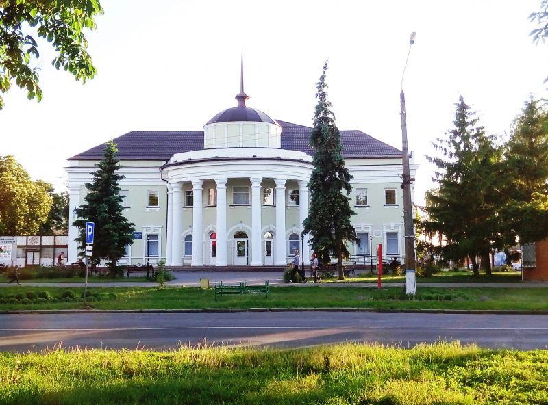 От автовокзала по улице Гоголя мы идем к гостинице «Гоголь» (всего минут  пять). По дороге узнаю от знакомых 99239f13e781c