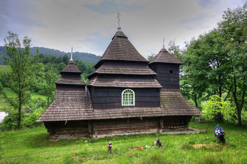 2676409_800x600_cerkva-sv-mixajla-uzhok-6.jpg