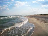Отдых в Рассейке: чистое море, романтичный маяк и общество пеликанов