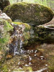 Сочетание воды и камня на склонах Караби-яйлы