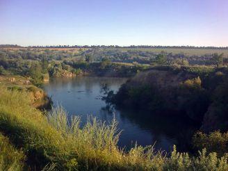 Озеро в гранитном карьере