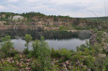 Озеро в Мигиевском гранитном карьере