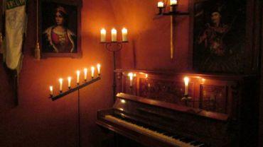 Факельна екскурсія у замку Сент-Міклош + концерт класичної музики