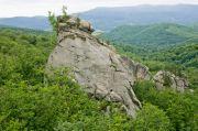 Скалы Довбуша и водопад Каменка