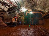 Екскурсія в підземний світ: туристи в шахті