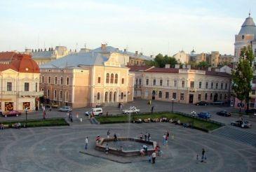 Площадь Филармонии в Черновцах