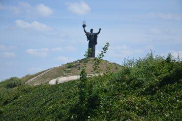 Мемориал Славы с бронзовым монументом «Родина-мать»