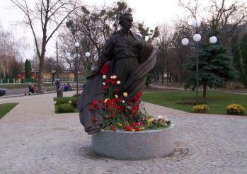 Памятник Симоненко в Черкассах