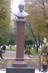 Памятник Нилу Хасевичу, Ровно
