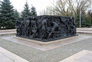 Памятник героям Горловского восстания