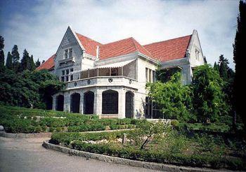 Палац Харакс