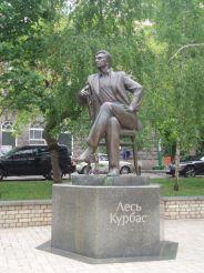 Памятник Лесю Курбасу, Киев