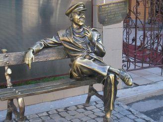 Пам'ятники героям «12 стільців» у Харкові