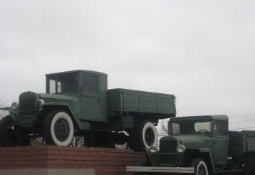 Пам'ятник «Автомобілю-воїну, автомобілю-трудівника» в Донецьку