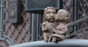 Міні-скульптура Міклошу Берчені та Крістіні Чакі, Ужгород