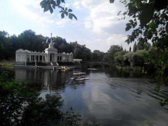 Лодочная станция в парке