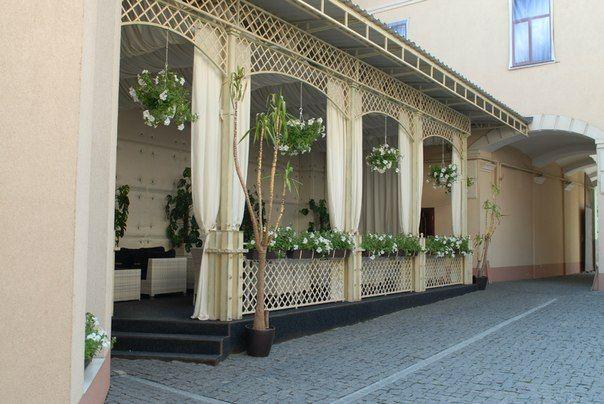 Ресторан белый дом черновцы фото