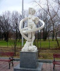 Алея муз на Оболонській набережній, Київ