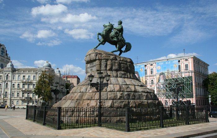 Картинки по запросу пам'ятник хмельницькому київ