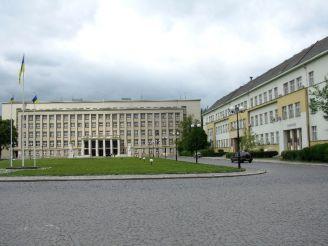 Земский уряд (1936, арх. Франтишек Крупка), сейчас – областная администрация.