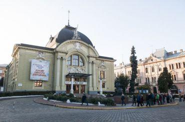 Театральная площадь, Черновцы