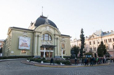 Театральна площа, Чернівці
