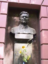 Bust Oles Gonchar