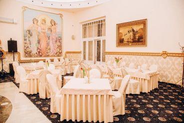 Ресторан «Золотая пава», Берегово