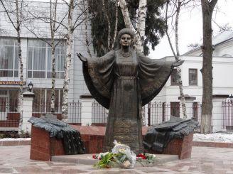 Памятник Р. Кириченко, Полтава