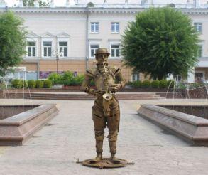 Памятник саксофонисту, Винница