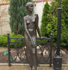Пам'ятник Ахматовій