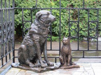 Памятник Собаке Пальме и кошке Изауре