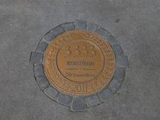 Памятник счастливой монете