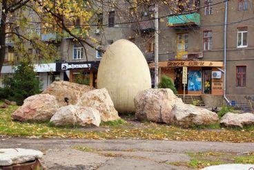 Пам'ятник яйцю