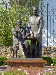 Памятник Роберту и Томасу Эльворти