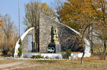Пам'ятник воїнам-односельчанам, Мала Любаша