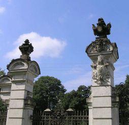 Антонінський парк, Антоніни