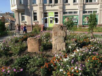 Cкифские статуи возле краеведческого музея