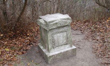 Памятник любимой собаки княгини Лопухиной, Корсунь-Шевченковский