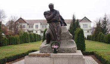 Памятник Тарасу Шевченко, Корсунь-Шевченковский
