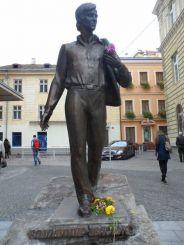 Пам'ятник В. Івасюку