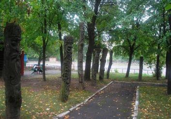 Комплекс скульптур 12 місяців, Городище
