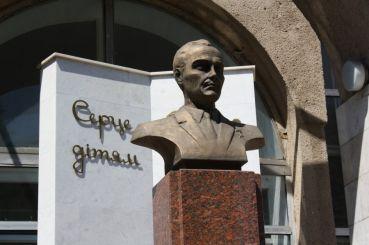 Памятник Сухомлинскому, Николаев