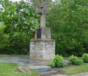 Каменный крест на Замковой горе