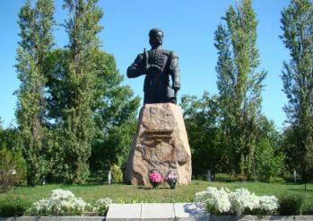 Памятник Максиму Железняку, Медведовка