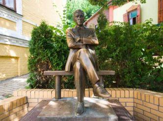 Пам'ятник Михайлу Булгакову, Київ