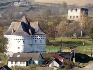 Покровская церковь-замок, Сутковцы